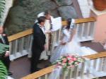 ホテルの中庭での結婚式